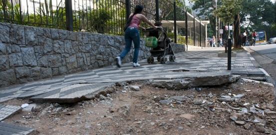 4f4122ee8 A calçada cidadã deve ser custeada pela Prefeitura Municipal de Vitória.  Para: Exmo. Prefeito Municipal de Vitória